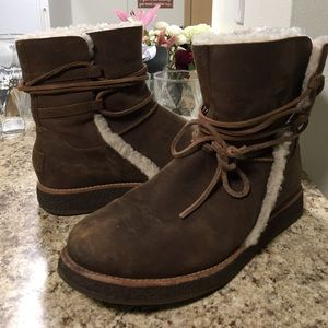 •LOW PRICE MAKE OFFER• $225 RETAIL WATERPROOF UGGS